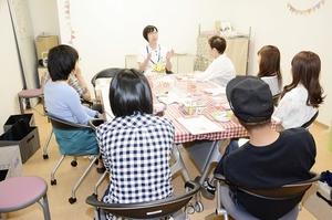 がんの治療と仕事の両立など、悩みを語り合った「AYA世代」のサロン=5月24日、福井県福井市の福井県立病院