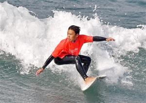 サーファー140人日本海の荒波挑む