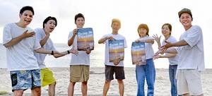 美浜町や町民を活気づけようとドライブインシアターを企画した実行委メンバー=9月5日、福井県美浜町竹波の水晶浜海水浴場