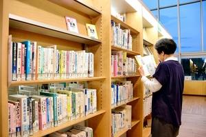 人口1人当たりの個人貸し出し冊数が5年連続日本一となった福井県立図書館=福井市