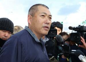 豊洲市場の初競りで、最高値を付けたマグロを釣った漁師の山本昌彦さん=5日午前、青森県大間町