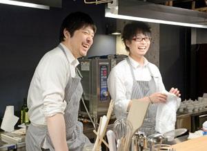 田邊取締役(左)と大町店長。プレオープンイベントの合間にひと息=6月28日