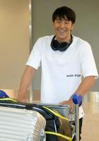 競泳の欧州遠征から帰国した瀬戸大也=25日、成田空港