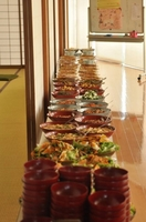 本当に0円!?来場者も毎回驚くゆるい食堂の豪華メニュー