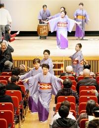 歌や踊り華やか19団体200人披露 福井でフェスティバル