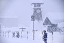 屋根から転落、雪に埋もれ男性死亡