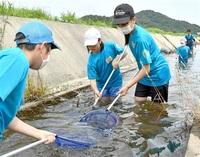 久々子湖で生態系理解 美浜、若狭町の児童 魚など捕まえ