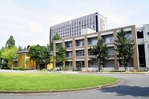 後期もオンライン授業を継続する福井大学。学生はキャンパスに足を運ぶ機会がほとんどないまま1年間を終えることになる=8月6日、福井県福井市の福井大学文京キャンパス