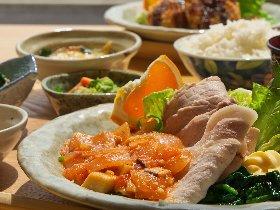 ふくいの米、野菜がいっぱい 田んぼの真ん中でランチ&カフェ