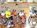 車いすバスケ楽しい 豊小児童 障害者選手と体験…