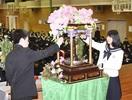 釈迦の誕生を甘茶かけ祝う 北陸高で花祭り