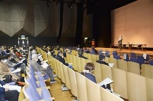 福井県内2会場で300人以上の医療関係者が参加した新型コロナウイルスのワクチン接種に関する説明会=2月23日、福井市の福井県生活学習館
