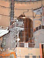 美浜原発3号機の蒸気発生器。死傷者を出す事故を起こしたプラントだけに、安全に対する関電の姿勢に厳しい視線が注がれる=10月24日、福井県美浜町丹生