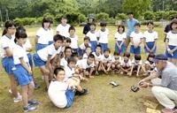 中名田の誇り 歌に 小浜 児童が作詞作曲 11月披露へ CD用に写真撮影 ♪♪♪♪「中名田はいいところ」♪♪♪♪