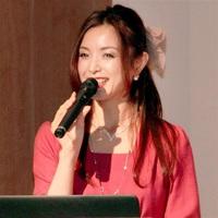 健康できれいになるための食生活などについて講演した室谷真由美さん=20日、福井新聞社・風の森ホール