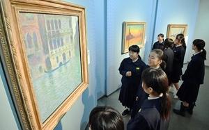 フランス印象派を代表するモネの油彩画など、英仏の巨匠の名画が並ぶ特別企画展=4月7日、福井市の福井県立美術館