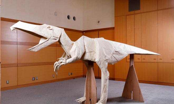 11月26日まで恐竜博物館内・ダイノテラスで展示中、11月27日以降は福井新聞社本社1階エントランスに展示します