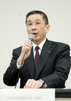 横浜市の本社で記者会見する日産自動車の西川広人社長=24日夜