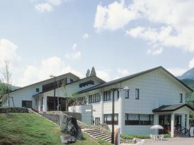 九頭竜川と奥越の山々に抱かれた静かなホテル