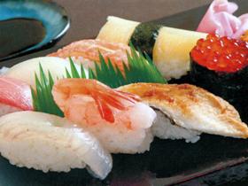新鮮な日本海の魚と福井産コシヒカリで握った鮨が楽しめる
