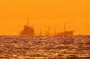 福井沖で蜃気楼 船が真っ二つ
