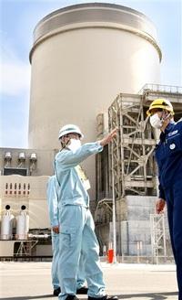 知事「安全格段に向上」 美浜・高浜原発を視察 40年超再稼働判断へ