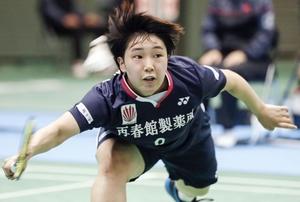バドミントンの全日本総合選手権女子シングルス2回戦で勝利した山口茜=11月28日、駒沢体育館