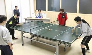音を頼りにプレーするSTTの練習に取り組む選手=福井市の県視覚障害者福祉協会地域活動支援センターわいわい