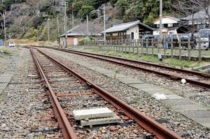JR貨物が来年4月で廃止することを決めた敦賀港線=12月19日、福井県敦賀市金ケ崎町