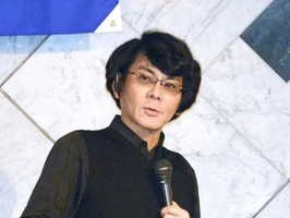 福井県内高校生を前に講演するロボット研究者の石黒浩教授=23日、福井市のユアーズホテルフクイ