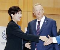 札幌移転案「撤回ない」 五輪マラソン・競歩会場 IOC幹部 都知事と会談、説明