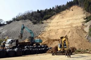 意表突かれた県道大規模土砂崩れ
