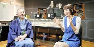 石塚運昇さん(左)と安済知佳さん=東京都内
