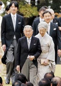 「退位ドミノ」に現実味 秋篠宮さま高齢即位ためらい 天皇と老い 議論再燃も