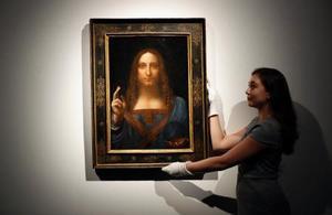 レオナルド・ダビンチの油絵「サルバトール・ムンディ」=10月24日、ロンドン(AP=共同)