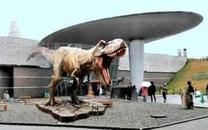 映画登場ティラノサウルス設置延期