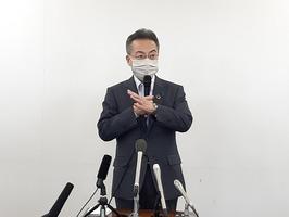 緊急事態宣言解除について取材に応じる福井県の杉本達治知事=5月14日、福井県庁