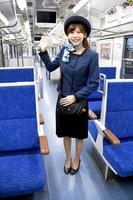 えちぜん鉄道の新たな冬用ユニホームを披露するアテンダント=9日、福井市松本上町