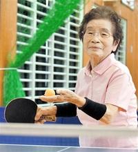 きょう敬老の日 卓球生きがい はつらつ91歳 黒川さん(坂井) 15年休まず汗 足取り軽く、鋭い打球も