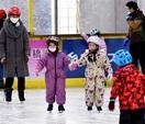 スケートうまく滑れた! 敦賀で教室、園児親子で…
