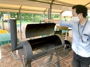 いわゆる焼き肉とは違う本格的なバーベキューができるコンロ。ふたが付いて煙を制御しやすい=福井県永平寺町諏訪間の「ラブとるズガーデン」