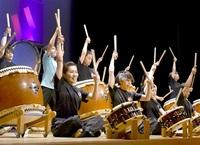 迫力満点感謝の音響け おおい・和太鼓「勇粋連」 30周年公演 みんなで読もう