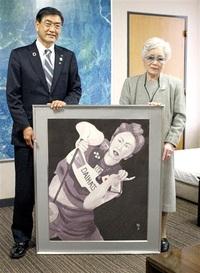 茜選手の勇姿水墨画に 勝山 山崎さん描き市へ寄贈 みんなで読もう