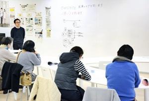 老いをテーマに市民が議論した「てつがくカフェ」=12日、福井市のアオッサ