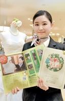 パンフレットに登場する女性の1人の中村さん。「働きながら福井の良さがより分かってきた」という=福井市大手3丁目のザ・グランユアーズフクイ