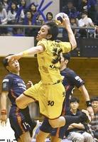 ハンドボールの川島悠太郎選手=福井県永平寺町の北陸電力福井体育館
