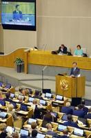 21日、モスクワのロシア下院で演説する韓国の文在寅大統領(中段)(聯合=共同)