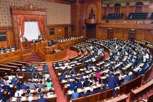 未明に始まった入管難民法改正案などを採決する参院本会議