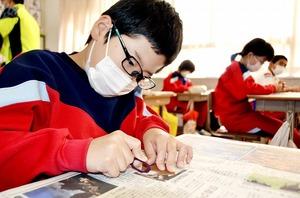 児童が「眼鏡」を磨いて仕…