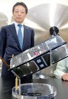 ルワンダの農地観測などに使われる超小型人工衛星の試験機=4月18日、福井市の県工業技術センター